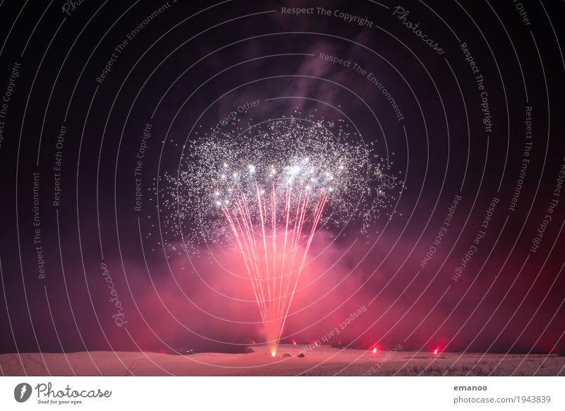 fireworks Winter Schnee Party Veranstaltung Feste & Feiern Silvester u. Neujahr dunkel hell Freude Feuerwerk Explosion Regen gold rot glänzend Nebel Rauch