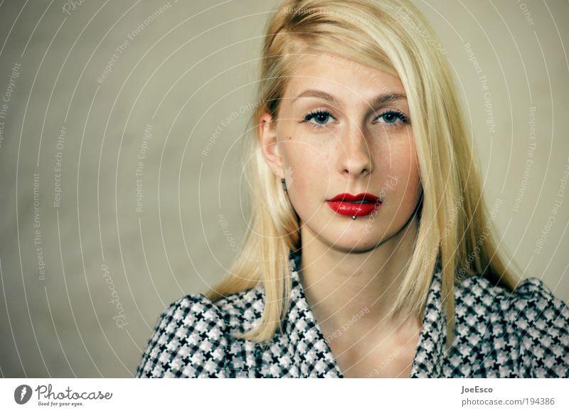 durchblick Lifestyle Stil schön Gesicht feminin Frau Erwachsene Leben Kopf Lippen 1 Mensch Haare & Frisuren blond langhaarig leuchten Blick träumen