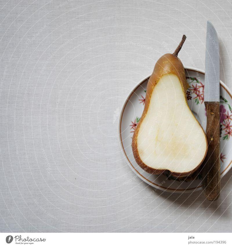 Pear Lebensmittel Frucht Birne Ernährung Bioprodukte Vegetarische Ernährung Diät Geschirr Teller Messer genießen ästhetisch einfach saftig Sauberkeit grau