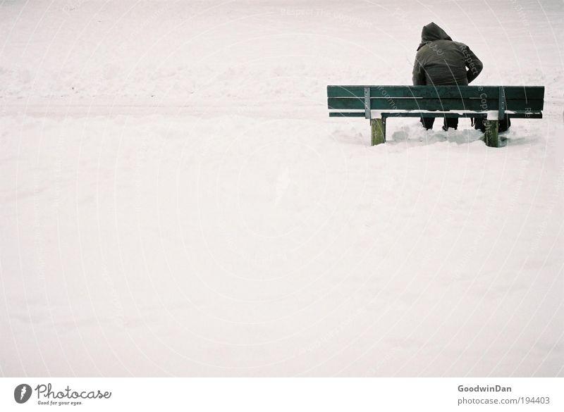 Analoge Einsamkeit Natur grün Einsamkeit Schnee Gefühle Denken Stimmung Wetter Umwelt Bank Sehnsucht genießen atmen Schönes Wetter Sorge Klimawandel