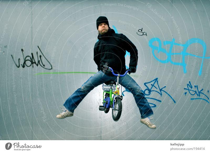 vorsprung durch technik Fahrrad Mensch maskulin Mann Erwachsene Kindheit 1 30-45 Jahre Jeanshose Jacke Turnschuh Mütze Ziffern & Zahlen Graffiti springen lustig