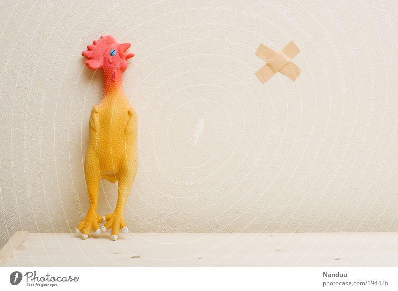 Aua macht. Tier Tod außergewöhnlich kaputt Schutz skurril Surrealismus Haushuhn Hilfsbedürftig Nutztier Humor Heftpflaster unschuldig verstört Pastellton absurd