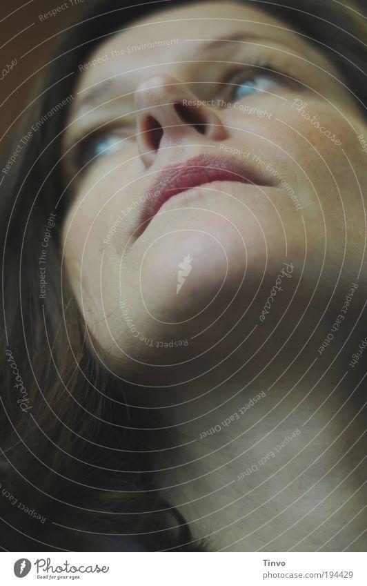 Sehnsucht Frau schön ruhig Gesicht Erwachsene feminin Gefühle Kopf Haare & Frisuren Traurigkeit Denken Stimmung Mund Nase authentisch nachdenklich