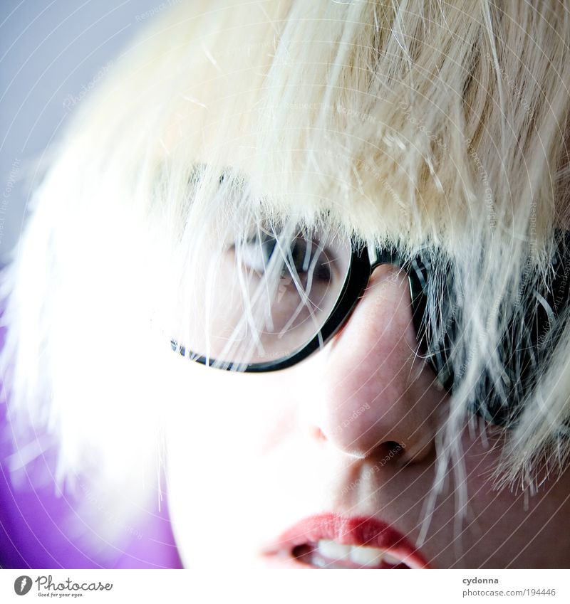 Durchschaubar Mensch Frau Jugendliche schön 18-30 Jahre Gesicht Erwachsene Leben Stil Lifestyle Haare & Frisuren Freiheit träumen Design elegant blond