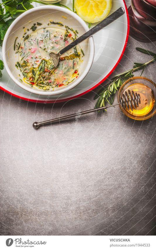 Köstliche Marinade, Dip oder Dressing Lebensmittel Kräuter & Gewürze Öl Ernährung Bioprodukte Vegetarische Ernährung Diät Geschirr Teller Schalen & Schüsseln