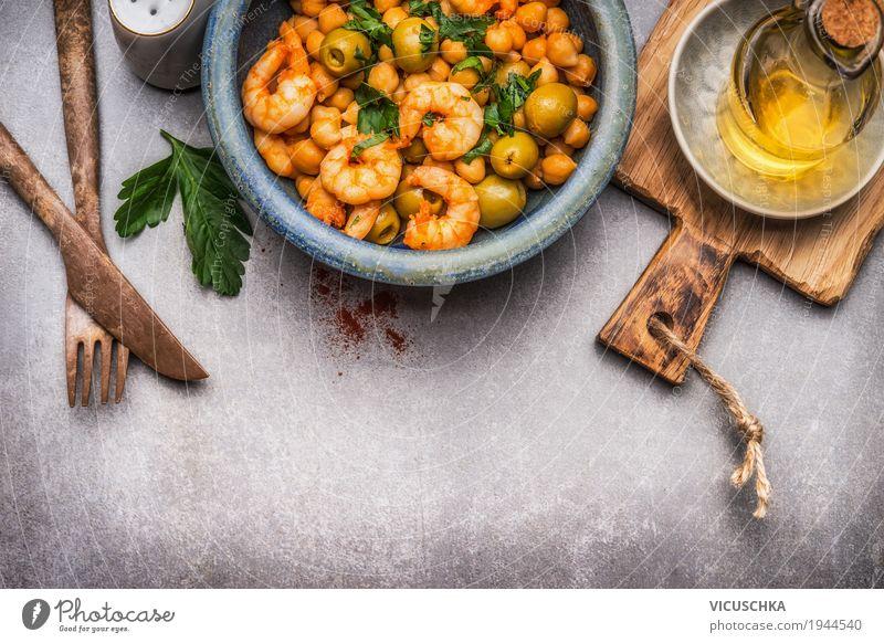Gesunder Salat mit Kichererbsen Lebensmittel Gemüse Salatbeilage Kräuter & Gewürze Öl Ernährung Mittagessen Bioprodukte Vegetarische Ernährung Diät Geschirr
