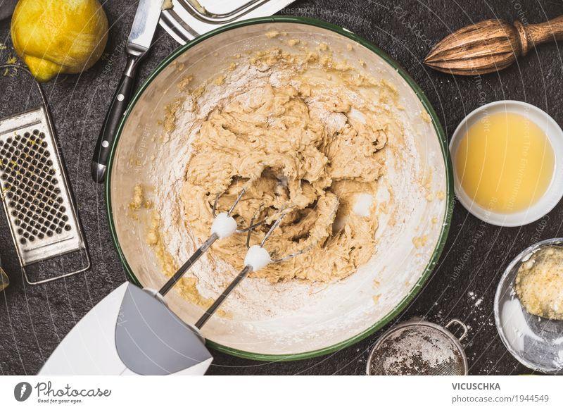 Teig mischen mit Handmixer Lebensmittel Kuchen Ernährung Geschirr Schalen & Schüsseln Stil Design Tisch Küche Torte Teigwaren backen Küchentisch Plätzchen Keks