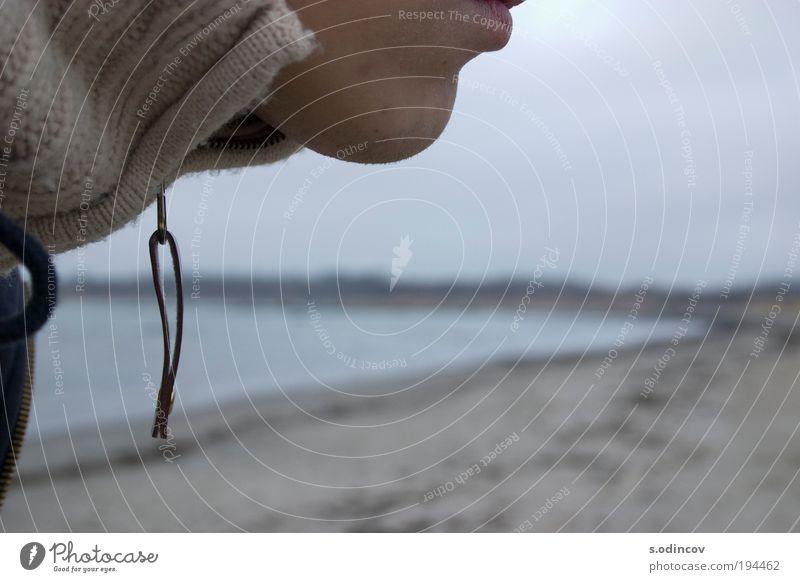 Das Kinn Gesicht Freiheit Expedition Mann Erwachsene Mund Natur Landschaft Wasser Gewitterwolken Herbst Ostsee Pullover frieren beweglich Horizont Farbfoto