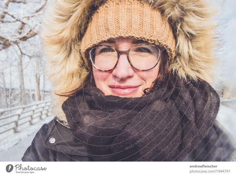 Winterwonderland Ferien & Urlaub & Reisen Ausflug Freiheit Schnee Winterurlaub feminin Junge Frau Jugendliche 1 Mensch 18-30 Jahre Erwachsene Mütze frieren dick