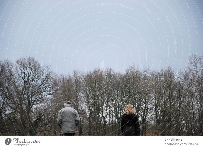Den Weg gemeinsam zu Ende gehen.. Frau Mensch Mann Natur Baum Winter Erwachsene Wald Leben Umwelt Landschaft Gefühle Senior Park Familie & Verwandtschaft Freizeit & Hobby