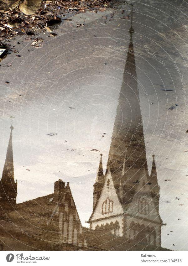 beschmutztes image schön Stadt Haus nass Fassade Hoffnung Macht Kirche Kultur Vergänglichkeit natürlich historisch Gesellschaft (Soziologie) Pfütze Enttäuschung