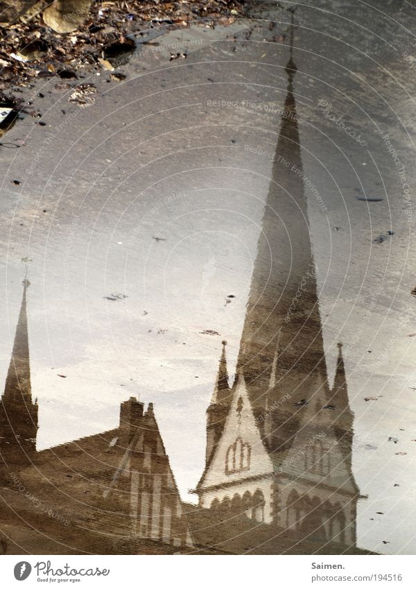 beschmutztes image schön Stadt Haus nass Fassade Hoffnung Macht Kirche Kultur Vergänglichkeit natürlich historisch Gesellschaft (Soziologie) Pfütze Enttäuschung Verantwortung