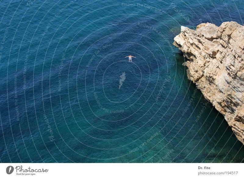 Tag am Meer Mensch Mann Wasser Ferien & Urlaub & Reisen Sommer Einsamkeit Erwachsene Freiheit Wellen Rücken Schwimmen & Baden Ausflug Tourismus tauchen Bucht