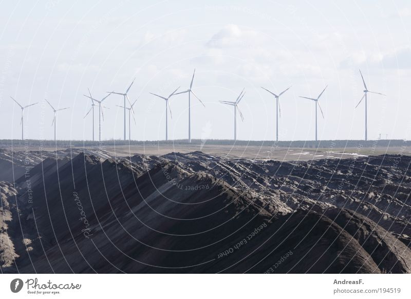 Alternativen grau Sand Landschaft Umwelt Energie Industrie Energiewirtschaft Windkraftanlage ökologisch nachhaltig Bergbau alternativ Material Braunkohlentagebau Erneuerbare Energie Kohlekraftwerk