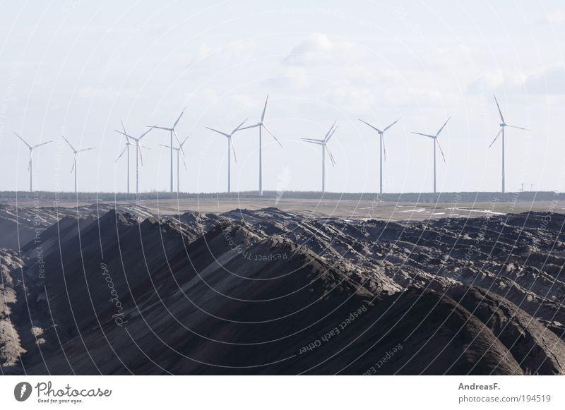 Alternativen Industrie Energiewirtschaft Erneuerbare Energie Windkraftanlage Kohlekraftwerk Umwelt Landschaft Sand nachhaltig grau Braunkohlentagebau Bergbau