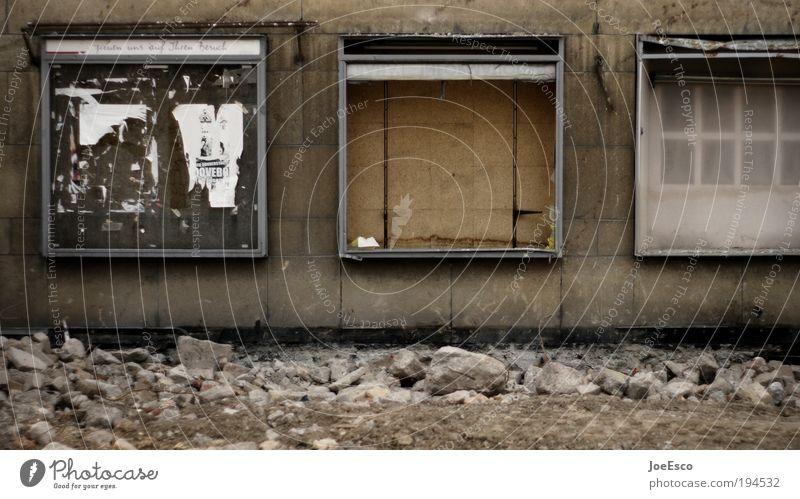 boommarkt aussenwerbung Stadt dunkel kalt Wand Mauer Stimmung Vergänglichkeit Vergangenheit Verfall Veranstaltung Werbung Wirtschaft Karriere Ruhestand Werbebranche Plakat