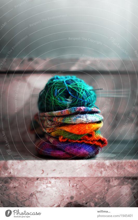 der nächste winter kommt bestimmt Freizeit & Hobby Handarbeit stricken Strümpfe Wollsocke Wollknäuel Stricknadel mehrfarbig Treppe Farbfoto Innenaufnahme