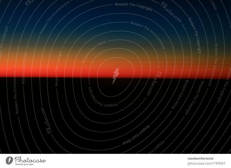 Der Tag beginnt. Himmel blau rot Sonne Einsamkeit schwarz ruhig Erholung Landschaft Gefühle Freiheit Luft Stimmung Horizont Erde elegant