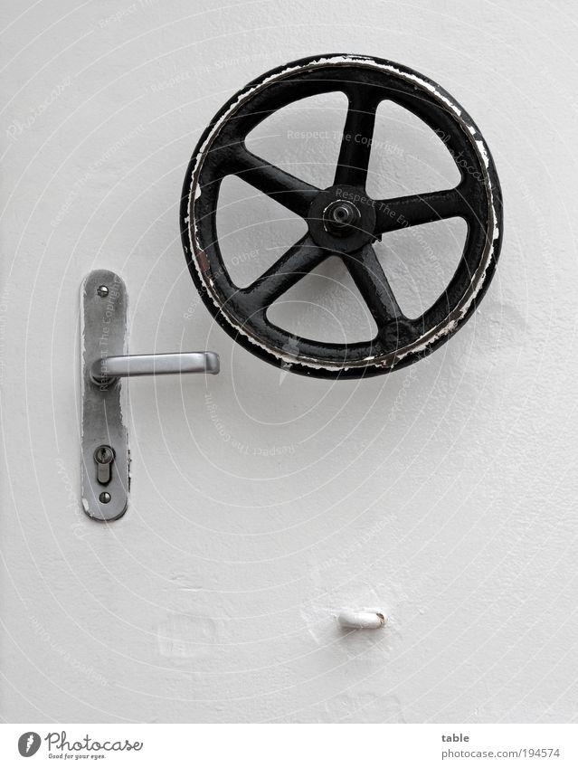 (KI09.01)Stahltürdrehradspezialklinkverschluß alt weiß schwarz grau Metall Tür Sicherheit Technik & Technologie rund Schutz Vertrauen Neugier