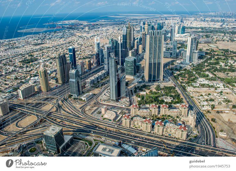 Abu Dhabi Vereinigte Arabische Emirate Asien bevölkert Menschenleer Haus Bankgebäude Gebäude Palast Hochhaus Straßenverkehr Kreisverkehr Infrastruktur Verkehr