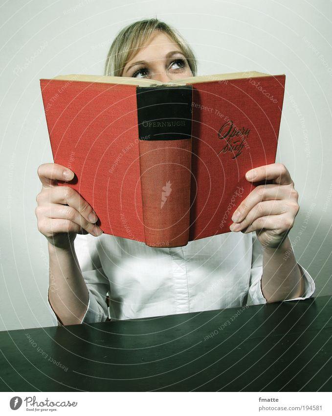 Lesen Mensch feminin Junge Frau Jugendliche Gesicht Auge Hand 1 18-30 Jahre Erwachsene Kunst Oper Zeichen Schriftzeichen lesen rot weiß Stimmung Zufriedenheit