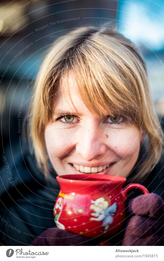 Glühweinpause IV Getränk Heißgetränk Tee Tasse Winter feminin Junge Frau Jugendliche Erwachsene Leben 1 Mensch 18-30 Jahre 30-45 Jahre genießen trinken Glück