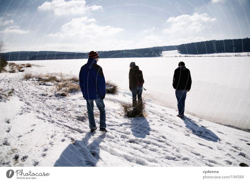 Winterspaziergang Mensch Himmel Natur ruhig Ferne Erholung Umwelt Landschaft Leben Schnee Freiheit Menschengruppe träumen Freundschaft Zeit