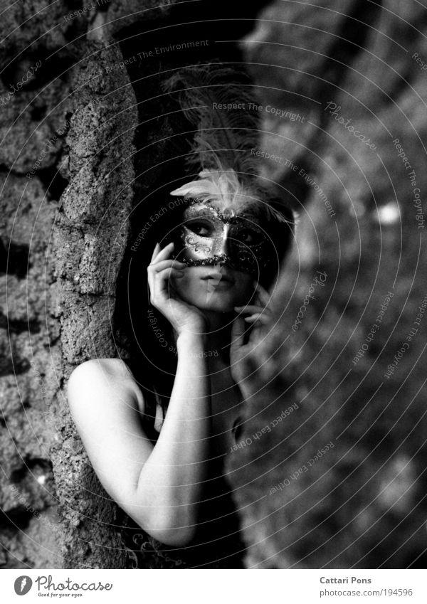 Mystery Frau Mensch Jugendliche schön weiß schwarz feminin träumen Erwachsene Romantik geheimnisvoll Porträt exotisch Schwarzweißfoto geduldig Accessoire