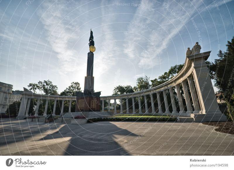 Heldendenkmal der Roten Armee Sightseeing Städtereise Skulptur Park Österreich Europa Hauptstadt Menschenleer Platz Sehenswürdigkeit Wahrzeichen Denkmal
