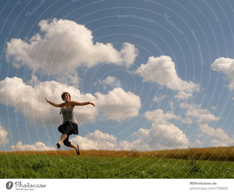 """""""Frühlingsrollen für alle!"""" Mensch feminin Junge Frau Jugendliche 1 18-30 Jahre Erwachsene Natur Landschaft Himmel Wolken Sommer Schönes Wetter Wiese Feld Rock"""