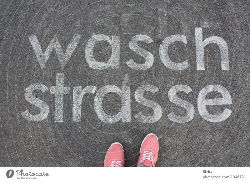 Sauber oder so. weiß grau Schuhe rosa Beton Schriftzeichen stehen Werbung Wirtschaft