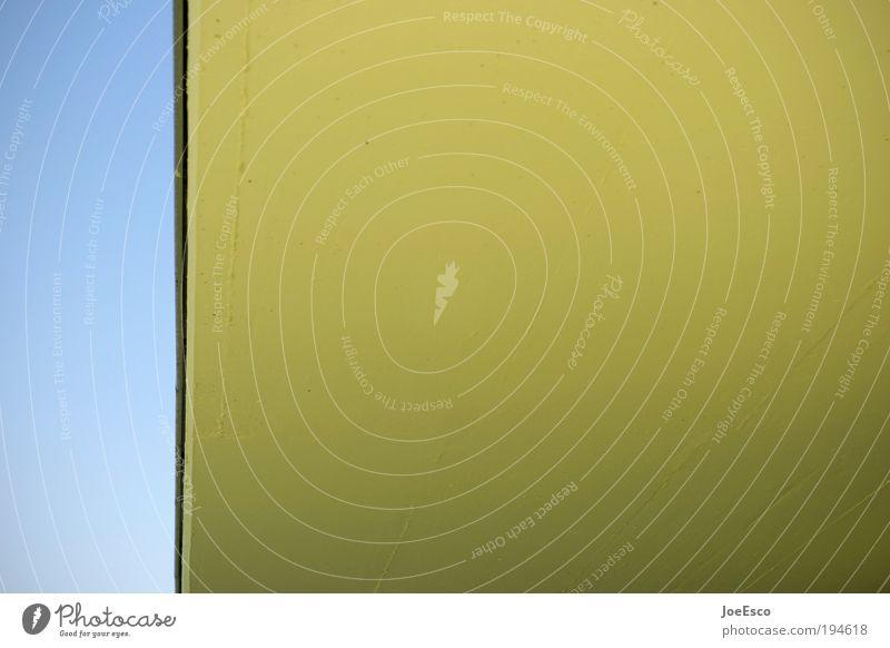 fragwürdige schöpfungshöhe ;) Fassade Dach Dachrinne schön untersicht Perspektive Schweben erdrückend überhang dachkante farbfläche Stil Kontrast blau gelb