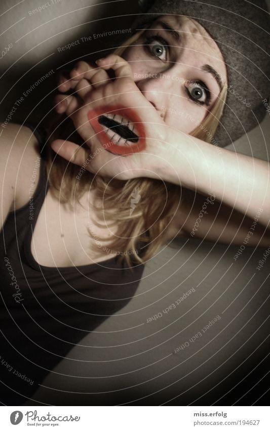 Entsetzismus Hand Jugendliche schön Gesicht Medien sprechen feminin Traurigkeit Mund blond Frau Design Mensch Zähne Lippen Show