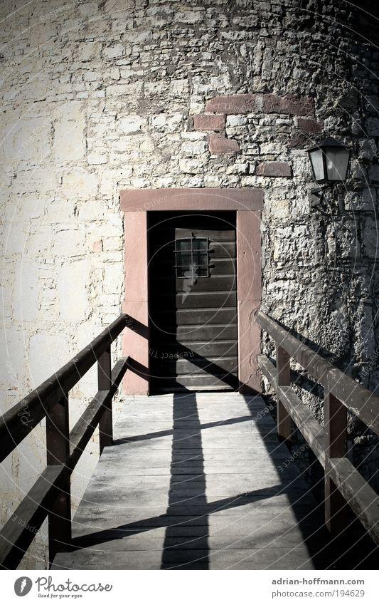 Kein Weg zurück Brücke Turm Tür alt historisch braun grau Festung Festung Marienberg Würzburg Farbfoto Außenaufnahme Burg oder Schloss