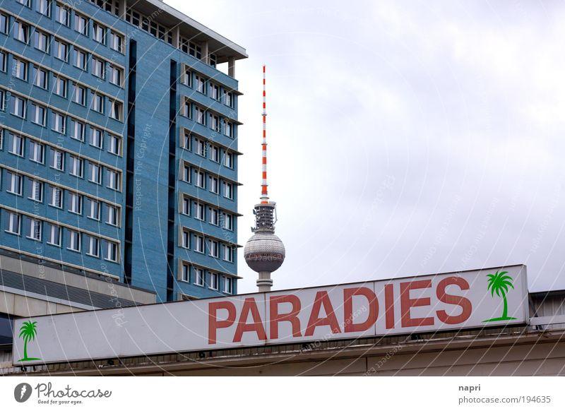 Wer den Himmel nicht kennt... blau Stadt Haus Ferne grau Gebäude Architektur Schilder & Markierungen groß Hochhaus hoch Fassade modern Berlin trist authentisch