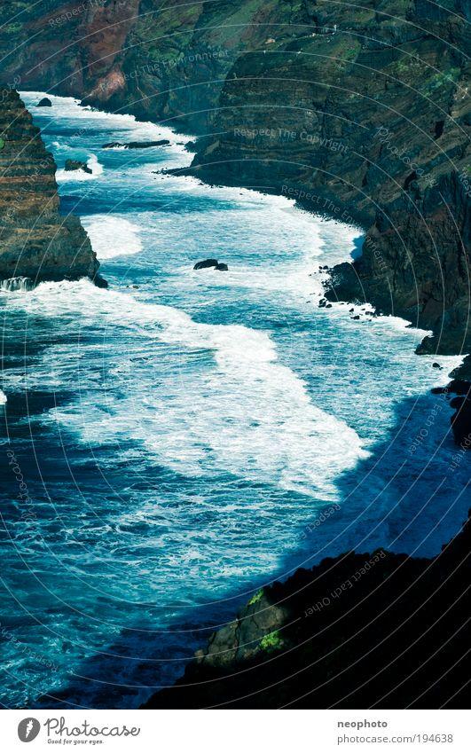 Schaumbad Natur Landschaft Erde Wasser Klimawandel Schönes Wetter Vulkan Wellen Küste Bucht Meer Atlantik Insel La Palma Klippe blau grün rot steil fatal