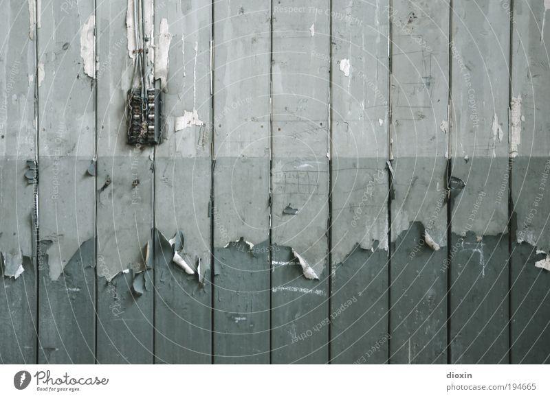 *250* Der Lack is´ ab! Kabel Schalter Technik & Technologie Kunst Kunstwerk Gemälde Mauer Wand Holzbrett Holzwand kaputt grün Verfall Vergangenheit