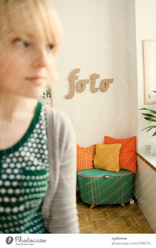 !6OO Die andere Seite Frau Mensch Jugendliche Gesicht Leben Stil träumen Erwachsene Zufriedenheit Raum Fotografie elegant Freizeit & Hobby Design Lifestyle Schriftzeichen