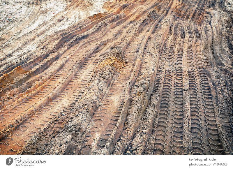 Deine Spuren im Sand Handwerker Arbeitsplatz Baustelle Wirtschaft Straßenbau Hochbau Tiefbau Reifenprofil Reifenspuren Wege & Pfade Bagger Lastwagen Feld Wellen