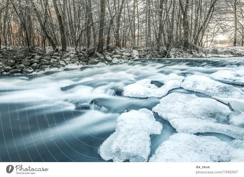Blue Water Umwelt Natur Landschaft Wasser Winter Eis Frost Schnee Schneefall Baum Sträucher Wildpflanze Wald Flussufer Bach Wasserfall entdecken Flüssigkeit