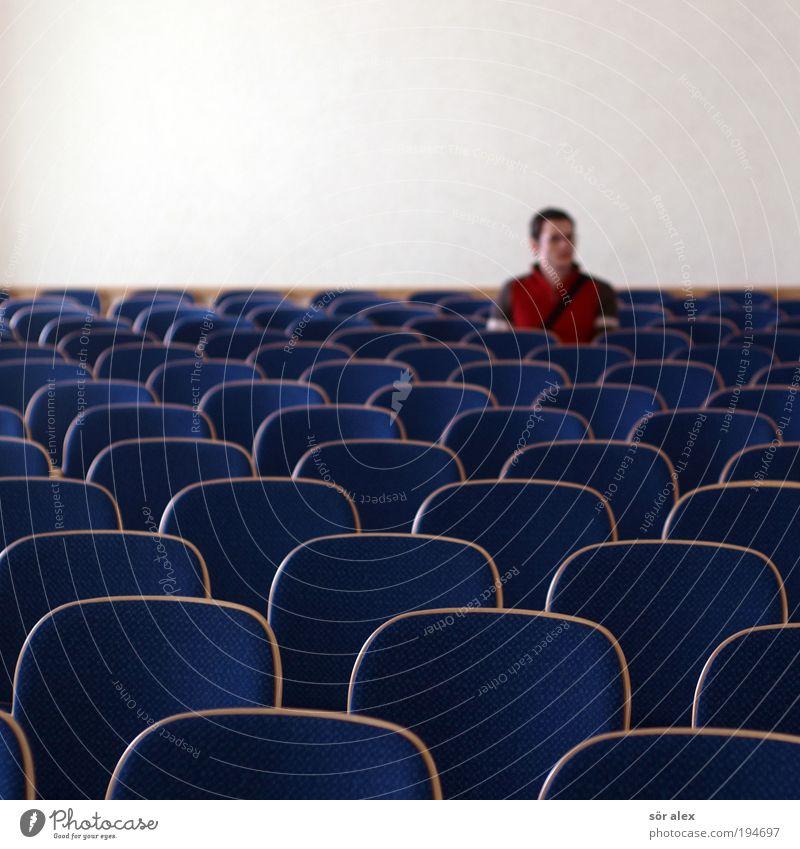 versetzt Mensch Mann rot ruhig Einsamkeit Erwachsene Traurigkeit braun sitzen warten maskulin trist Stuhl Sehnsucht Pullover Liebeskummer