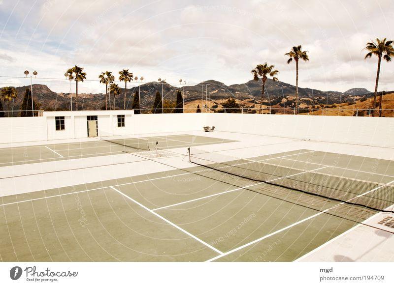 Wanna play tennis? grün Ferien & Urlaub & Reisen ruhig Wolken gelb Ferne Sport Erholung Spielen Felsen Schönes Wetter Fernweh Tennis Kalifornien Sehenswürdigkeit Sportplatz