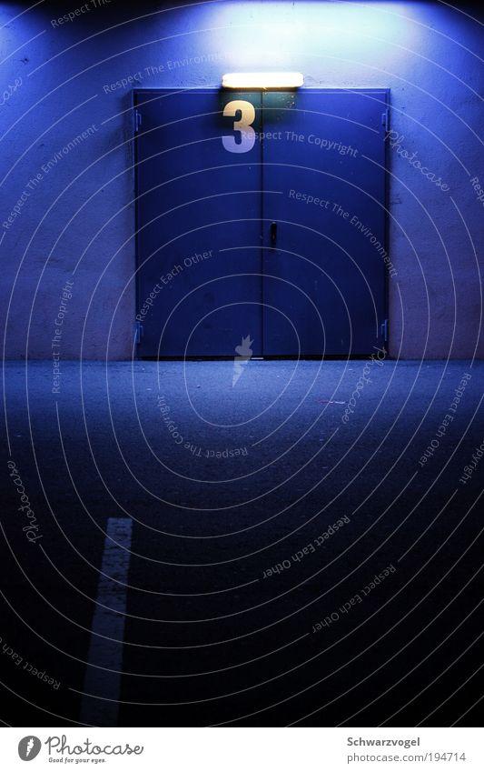 bitte dreimal klopfen blau Gebäude träumen Stimmung Tür Beleuchtung geschlossen 3 Wunsch Bauwerk geheimnisvoll Tor Wachsamkeit Interesse Erwartung Rätsel