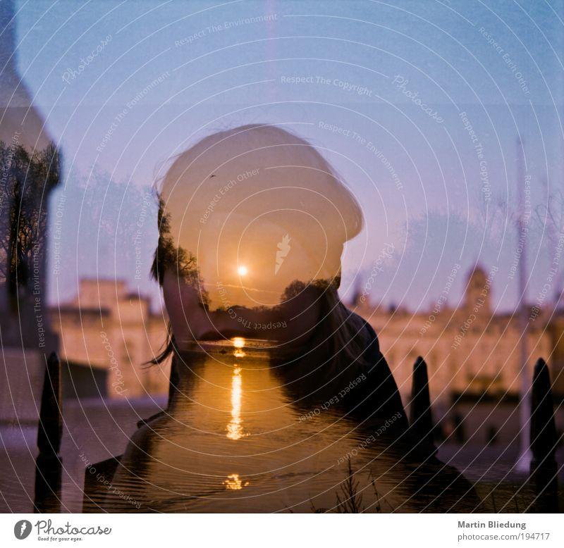 doppel#1 Junge Frau Jugendliche Mensch 18-30 Jahre Erwachsene Wasser Sonnenaufgang Sonnenuntergang Park Teich beobachten entdecken Erholung glänzend Blick