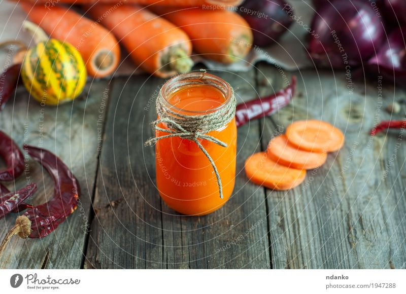 Karottensaft in einem transparenten kleinen Glas alt Essen natürlich Gesundheitswesen grau orange Frucht Ernährung frisch Tisch Seil Kräuter & Gewürze Getränk
