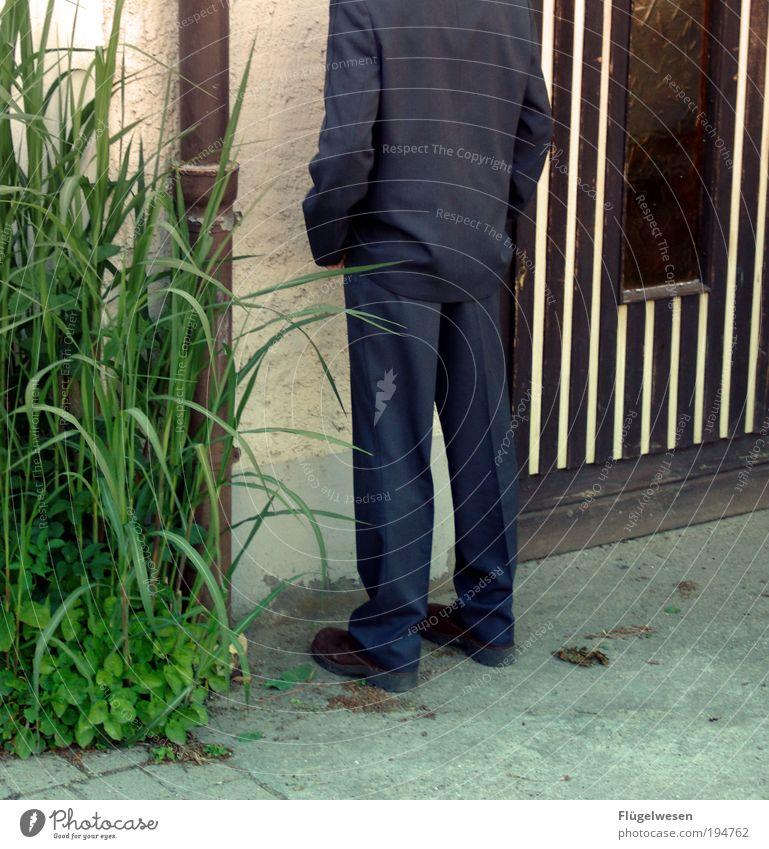 Ab in die Ecke Natur Pflanze Einsamkeit Umwelt Spielen Beine Freizeit & Hobby Beton Lifestyle Macht Sträucher Wut Schmerz Leidenschaft Mut Anzug