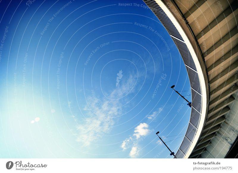 wrrroooammmmm Himmel blau Ferien & Urlaub & Reisen Wolken Straße grau Beton Verkehr Brücke Fluss Güterverkehr & Logistik Bauwerk Unendlichkeit Schnur Laterne Verkehrswege