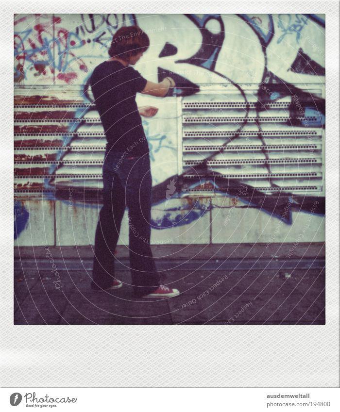 Virtual Painting I Step II Stadt ruhig Gebäude Denken frei Hochhaus Dach T-Shirt Jeanshose Bauwerk brünett langhaarig Künstler Maler geduldig Polaroid