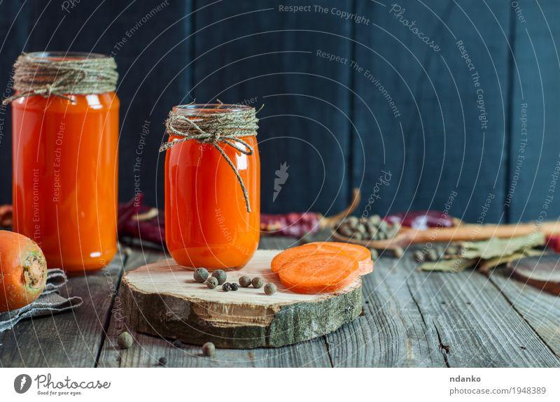 Frisch zubereiteter hausgemachter Karottensaft Natur schwarz Essen natürlich Holz Gesundheitswesen grau orange Ernährung frisch Tisch Seil Kräuter & Gewürze