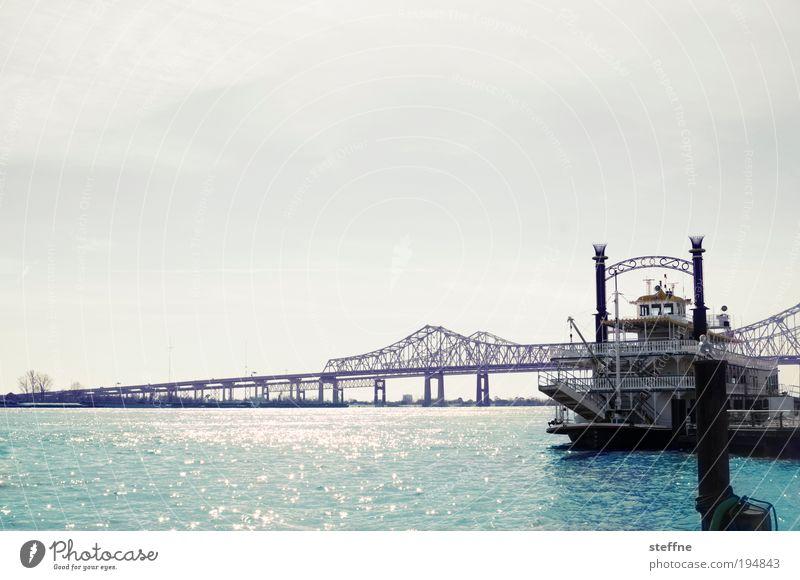 Frau Hippie Wasser Schönes Wetter Flussufer Mississippi New Orleans USA Hafenstadt Brücke Schifffahrt Kreuzfahrt Dampfschiff Dekadenz Nostalgie
